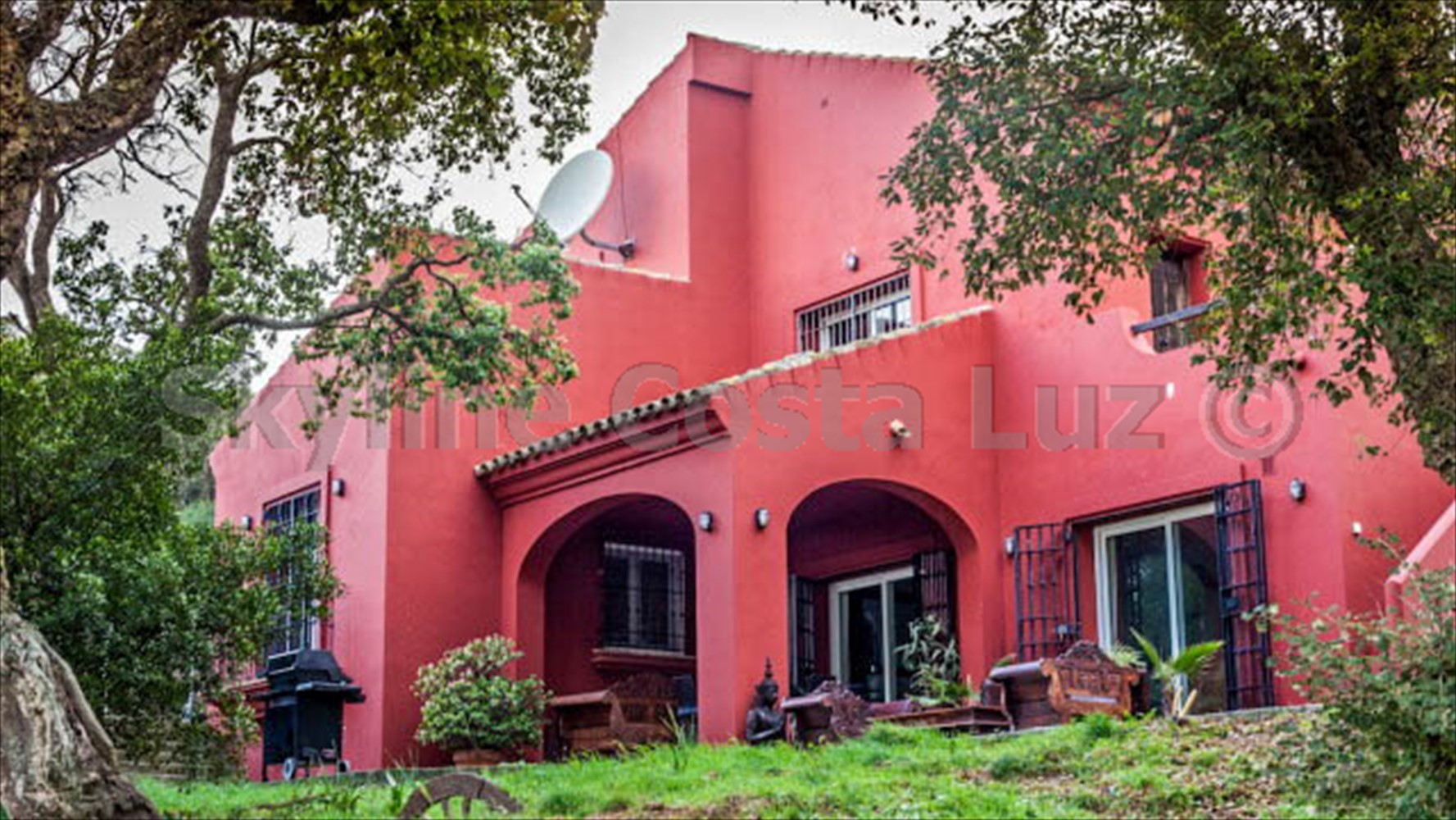 house with independent apartment terrace facade 640x360 2