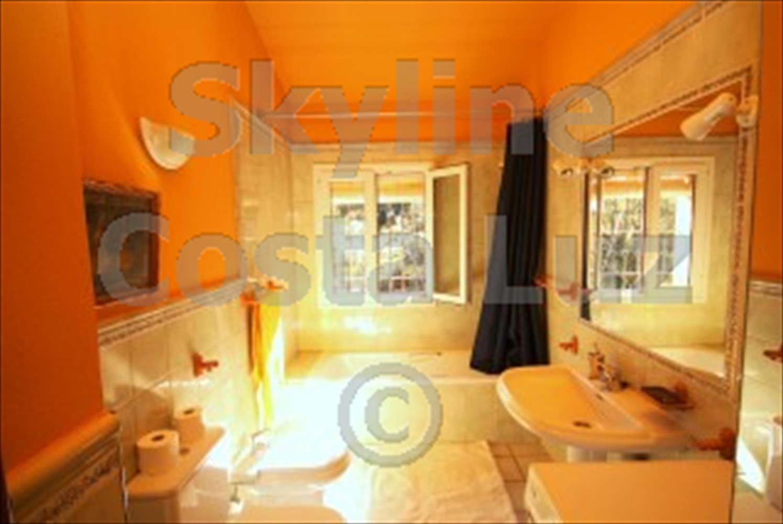 ref arn bathroom 2
